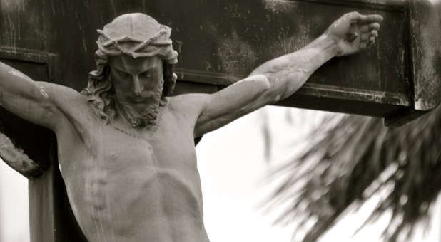 Jesus-on-cross-statue